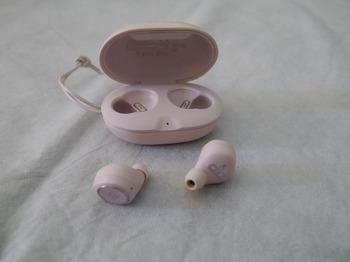 Beoplay E8 Powder Pink 4.jpg